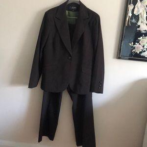 🎉Larry Levine Brown Pant Suit